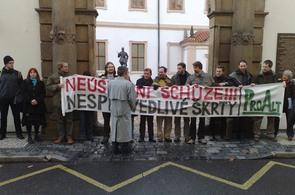 Protest iniciativy ProAlt proti schůzi Senátu