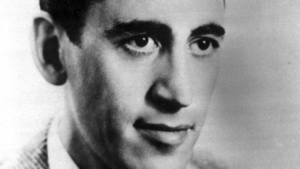 J. D. Salinger – jeho snímků není k dispozici mnoho, před publicitou se skrýval