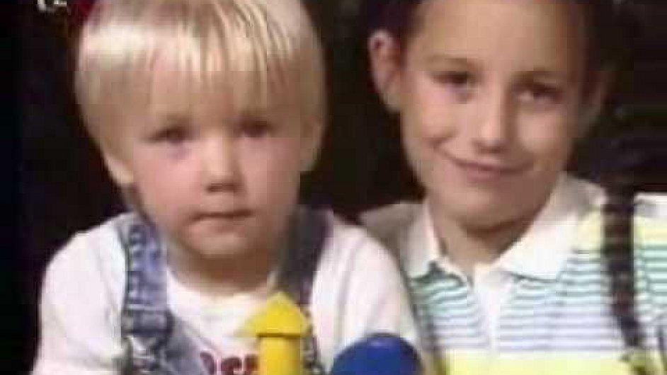 Dětský pořad Kuřátka uváděla Česká televize v 90. letech.