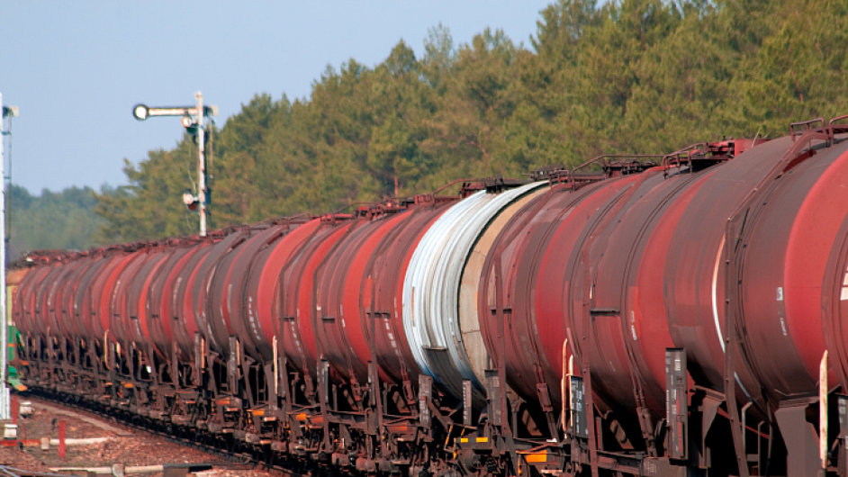 Ilustrační foto - Nákladní vlak s cisternami