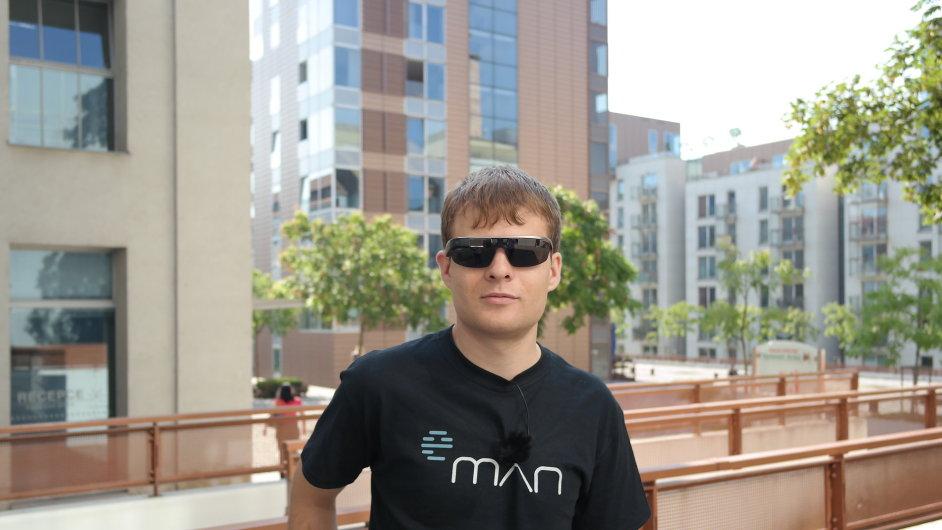 První Google Glass v Česku má Matin Pelant ze společnosti eMan