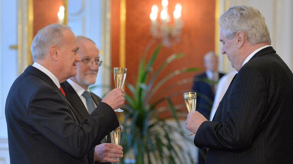 Prezident Zeman jmenoval Jana Musila (vlevo) a Jiřího Zemánka ústavními soudci.