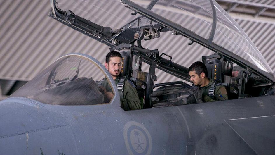 Americké operace proti islamistům v Iráku a Sýrii se účastní i piloti stíhaček ze Saúdské Arábie.