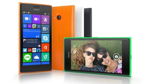 TEST: Lumia 735 l�k� na selfie, HD displej, ale tr�p� ji slab� procesor