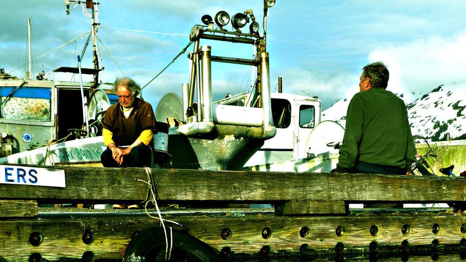 Na moře. Chytání lososů je podle Venci nejlepší povolání.