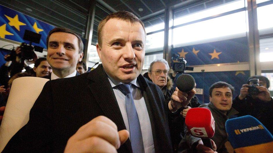 Jednání zástupců Gazpromu a Naftogazu v Bruselu se zúčastnil i ukrajinský ministr energetiky Volodymyr Demchyshyn.
