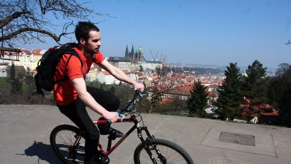 Podle ministerstva vnitra je v polovině všech cyklistických nehod zasažena jezdcova hlava.