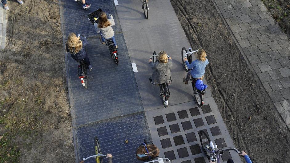 Solární cyklostezka u Amsterdamu