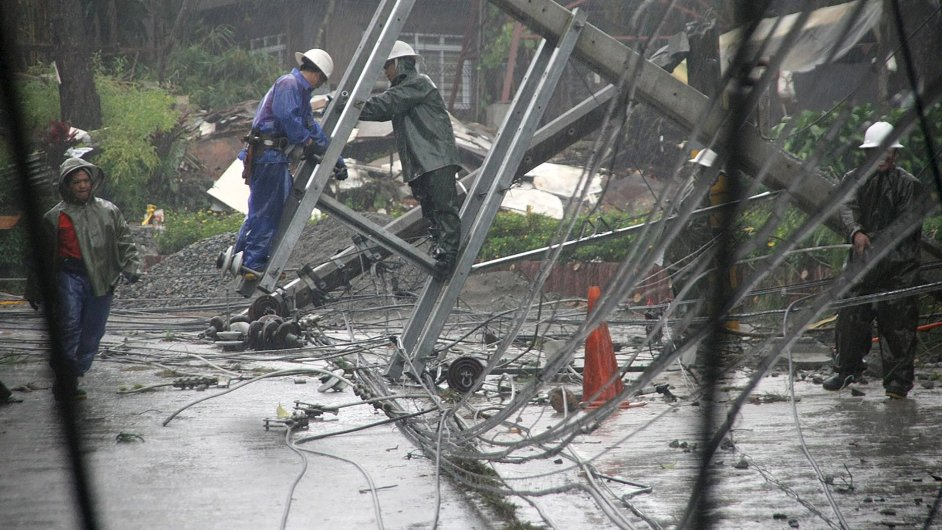 Japonsko zasáhl tajfun Goni. Předtím se prohnal nad Filipínami (na snímku).