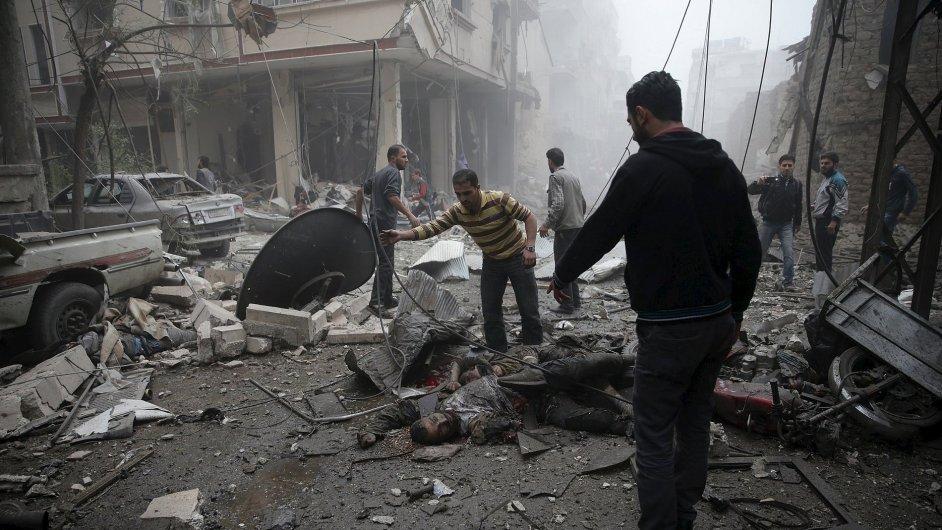 Útoky syrské a ruské armády si denně vyžádají několik desítek mrtvých.