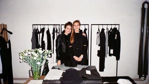 Správně vybrané oblečení z druhé ruky může být podle Barbory a Anny často kvalitnější, než to, které se prodává v řetězcích.