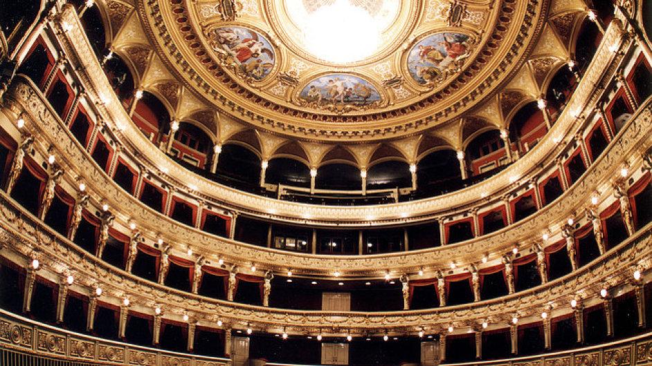 Na snímku interiér Mahenova divadla v Brně.