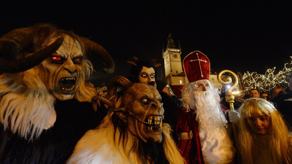 Na Staroměstském náměstí v Praze se konala 5. prosince mikulášská show pro děti.
