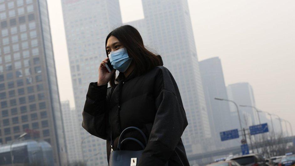 Čína - Peking, smog, červený stupeň varování