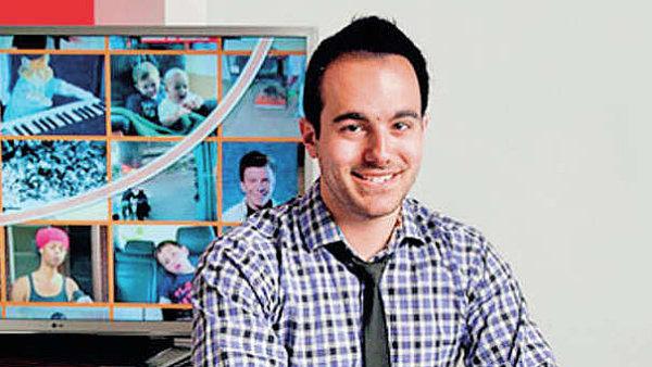 Kevin Allocca má v YouTube na starosti trendy. Vede blog youtube-trends.blogspot.com. Vystudoval Filmovou vědu na bostonské univerzitě a první zkušenosti sbíral v Huffington Post.