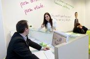 Každý jedenáctý Čech v produktivním věku je v exekuci. Pouze čtvrtina poskytovatelů půjček nabízí férové podmínky, ukázal průzkum