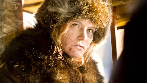 Na snímku z filmu Osm hrozných herečka Jennifer Jason Leighová.