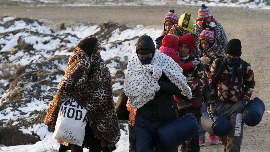 Uprchlíci se do Evropy nejčastěji dostávají cestou z Řecka do Makedonie. To chtějí evropští politici změnit.
