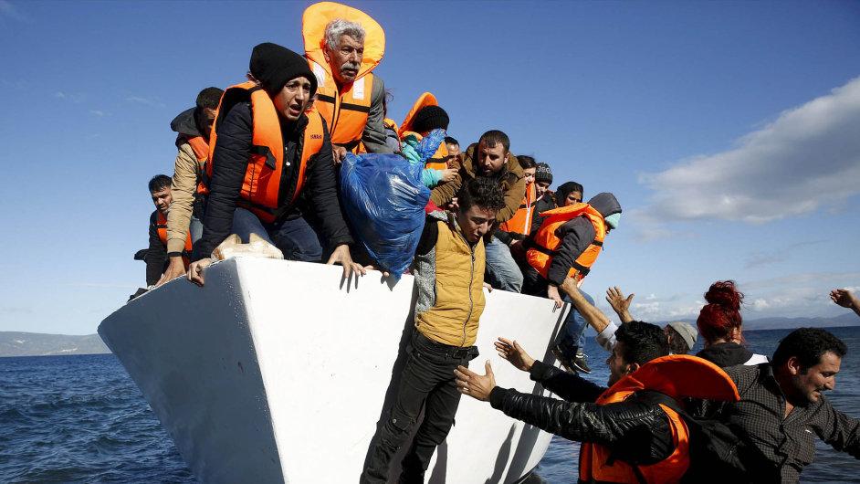 Migrační vlna neutichá: Odzačátku roku připlulo z Turecka do Řecka podle odhadů mezi 40 a 47 tisíci uprchlíků. Vprůměru kolem 1500 denně.