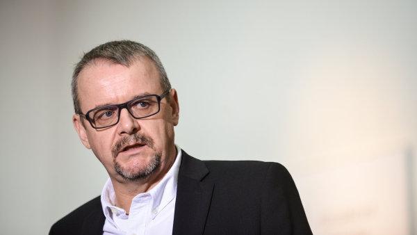"""""""Plánujeme, že SŽDC na opravy využije i evropské peníze, což ČD nemohly,"""" řekl ministr Ťok na tiskové konferenci."""