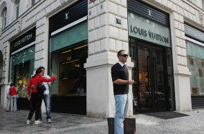 Nájmy v luxusní Pařížské ulici jsou už přes 200 eur za metr. A dál porostou c0582534f2
