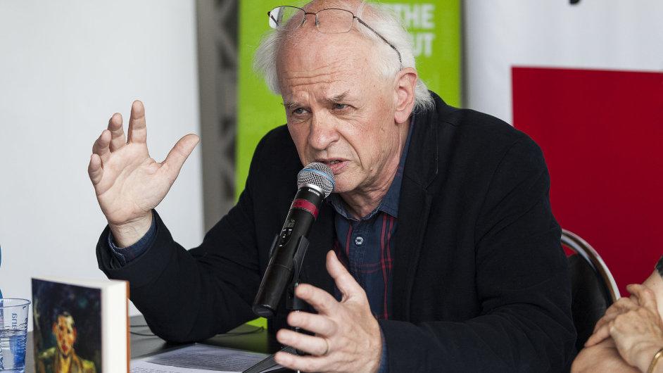 Spisovatel Ralph Dutli během debaty na pražském veletrhu Svět knihy.