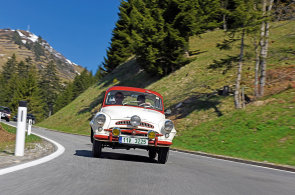Veter�nsk� adrenalin: Alpsk� rallye v �edes�tilet� �kodovce nen� jen odpo�inkov� j�zda pro par�du