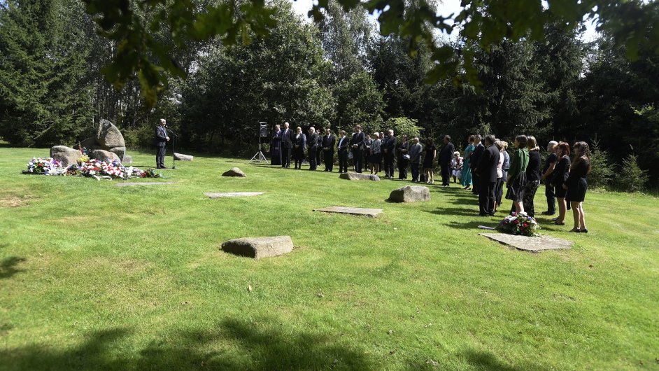 Vzpomínková akce k uctění obětí romského holokaustu a romského koncentračního tábora Lety se uskutečnila 2. srpna v Letech u Písku.