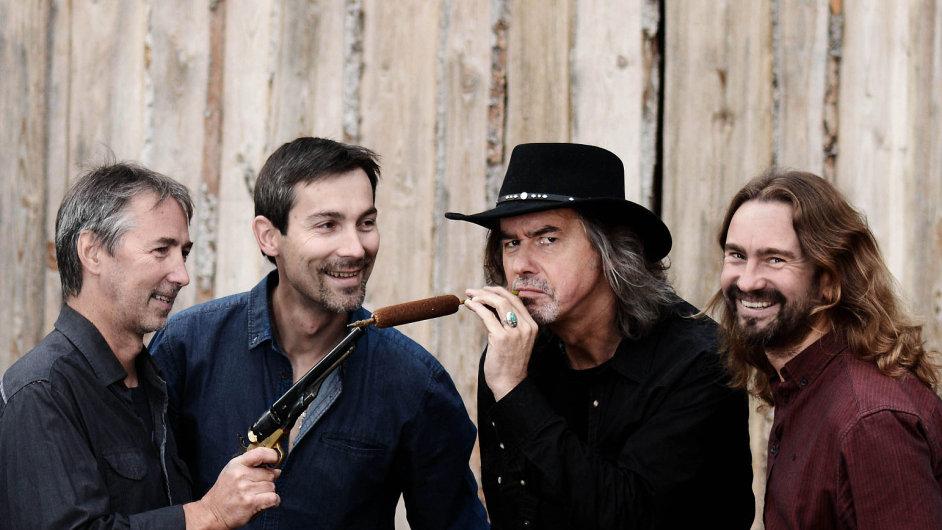 Členy skupiny Malina Brothers dohromady pojí rodné město Náchod a vztah k podobným hudebním žánrům.