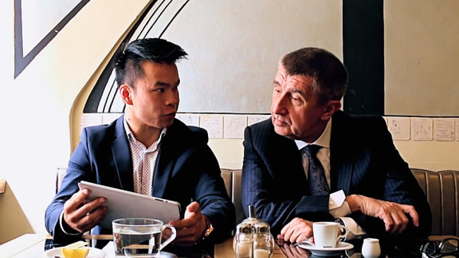 Nguyen Manh Tung s ministrem financí Andrejem Babišem.