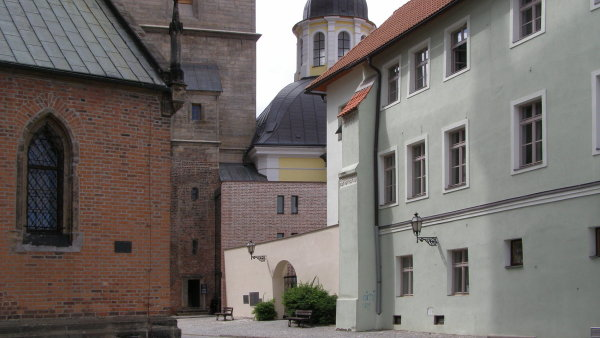 Cenu Klubu za starou Prahu dostala přístavba pokladny a schodiště k Bílé věži v Hradci Králové.