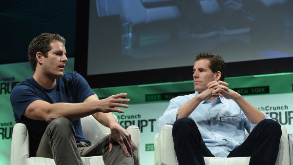 Bratři Tyler Winklevoss (vlevo) and Cameron Winklevoss usilují o vstup bitcoinového fondu na burzu.