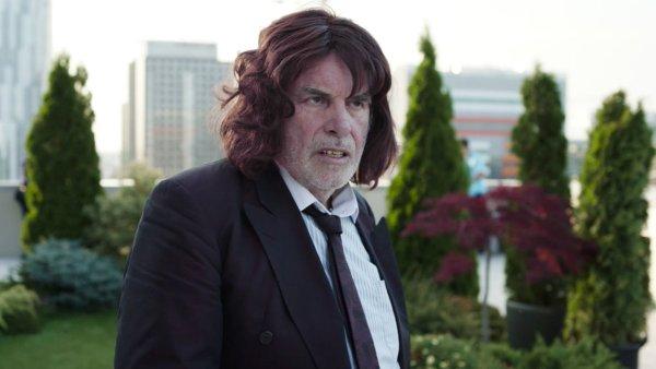 Peter Simonischek loni účinkoval v evropské komedii Toni Erdmann, která byla nominována na Oscara za nejlepší cizojazyčný snímek.