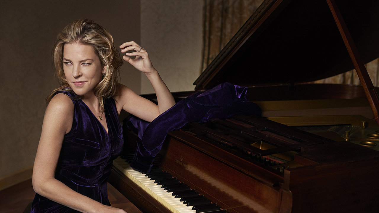Se svým raně bopovým pianistickým stylem, elegantním a zároveň smyslným zpěvem a nevídaně fotogenickým vzhledem Diana Krallová trhla do jazzového prostředí v druhé polovině 90. let.