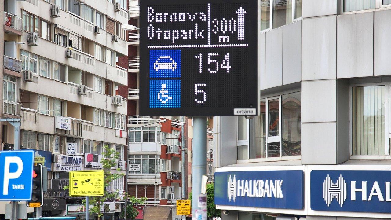Informační tabule v Izmiru