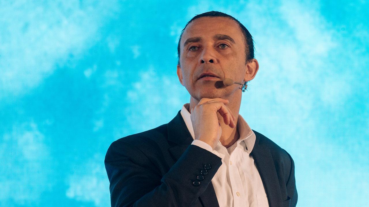 David Roberts, konference SingularityU Czech Summit