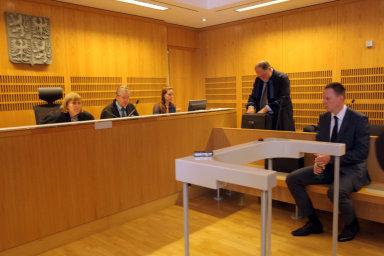 Na poslance z komise se obrací lidé, kteří žádají, zda mohou prověřit, jestli nebyli náhodou odposloucháváni v některém z ukončených případů.