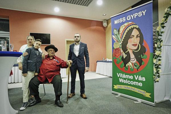 Strýc šéfa soutěže Miss Gypsy Josefa Stojky a jeho rodina