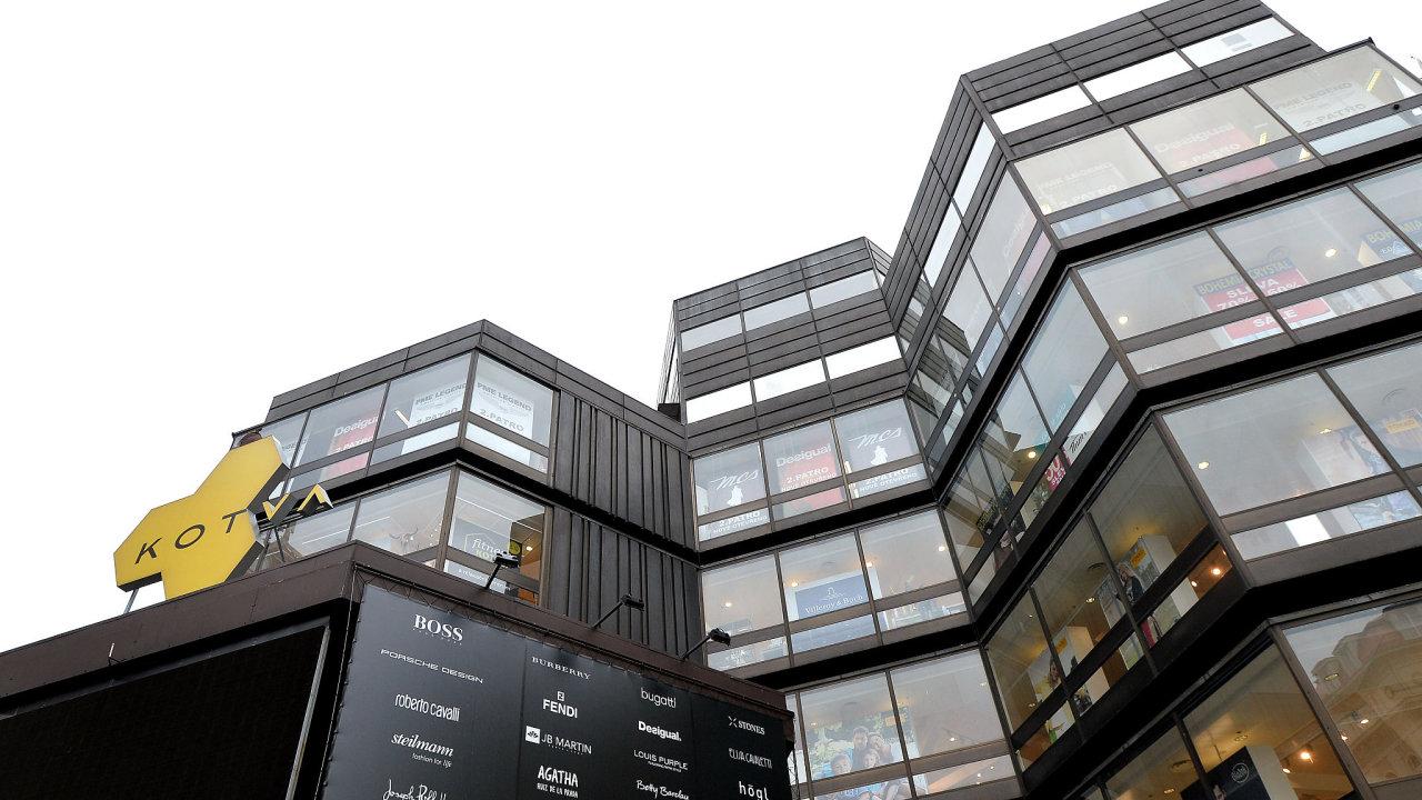 Obchodní dům Kotva se stal kulturní památkou i proto, že si jeho architekti originálním způsobem poradili s nelehkým úkolem zasadit do památkové rezervace objemnou novostavbu.