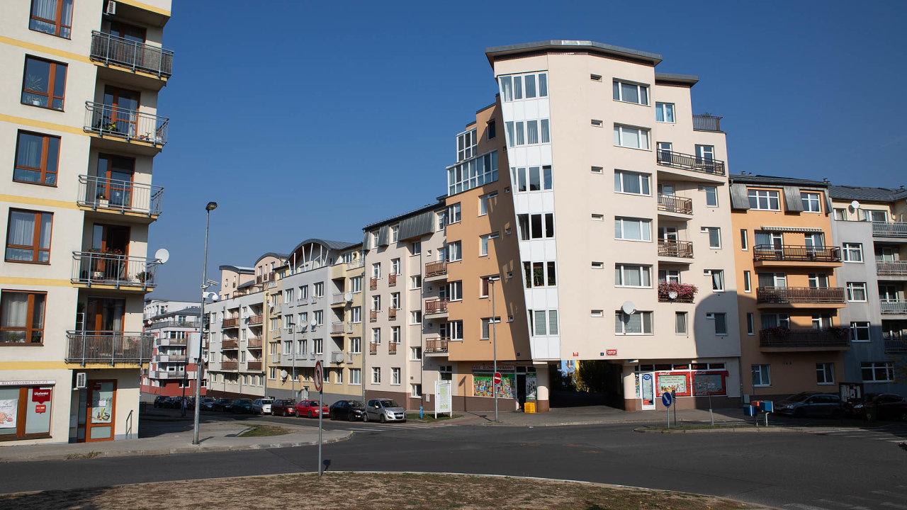 Některé pražské městské části plánují nechat daň pro majitele bytů adomů nasoučasné úrovni, jiné ji chtějí zdvojnásobit.