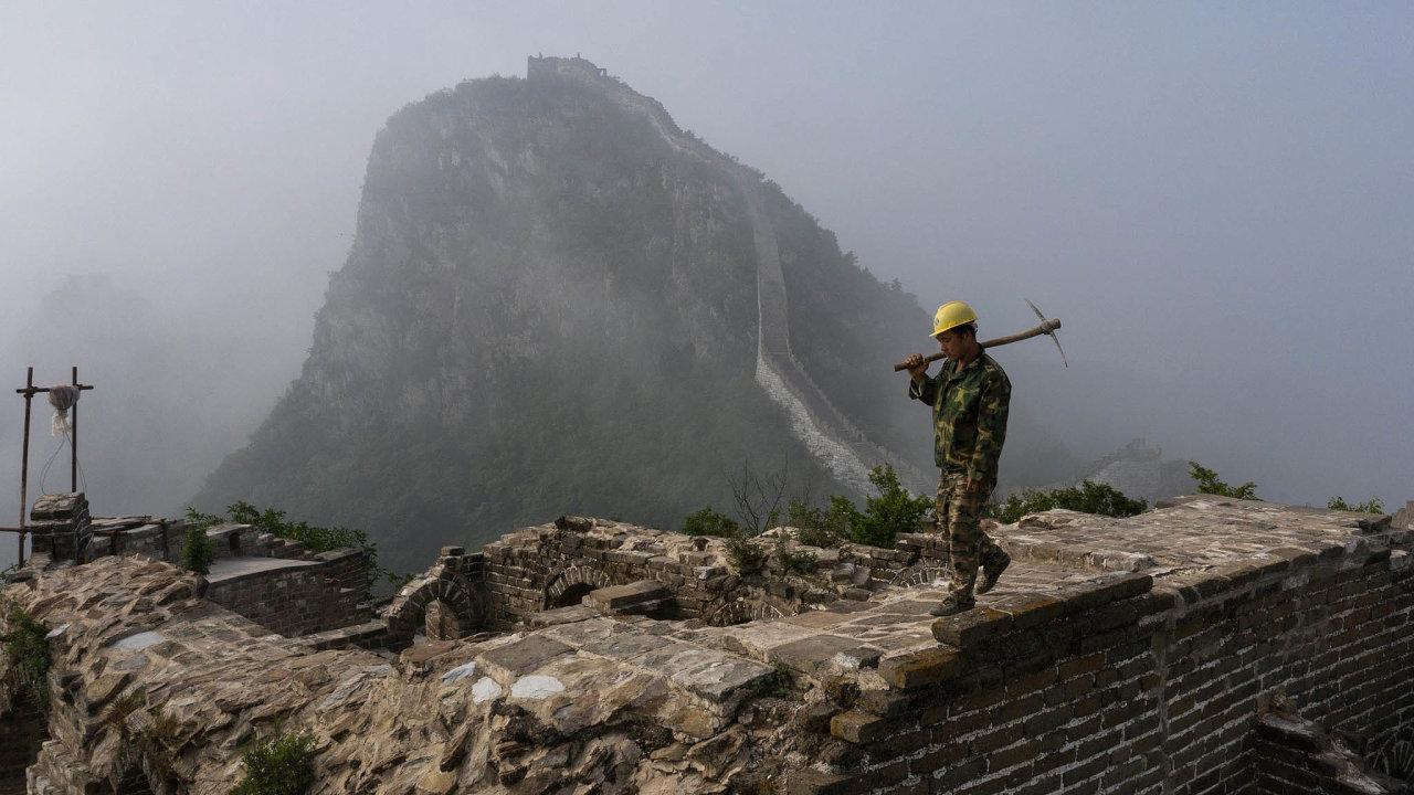 Čína odzačátku června omezila počet turistů, kteří nazeď mohou, na 65 tisíc denně.