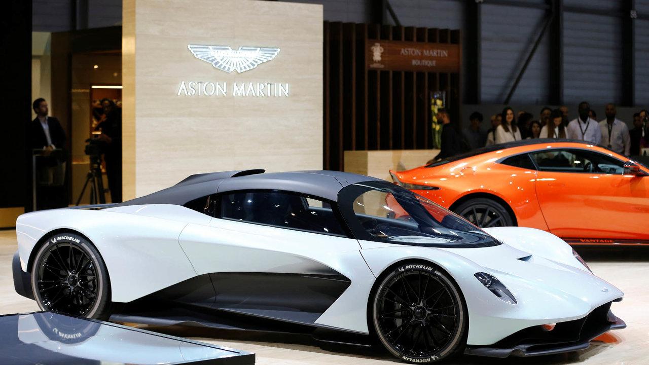 Inspirace formulí. Naletošním autosalonu vŽenevě představila firma svůj nový vůz AM-RB 003 Valhalla, který vyvinula vespolupráci sestájí formule 1 Red Bull.