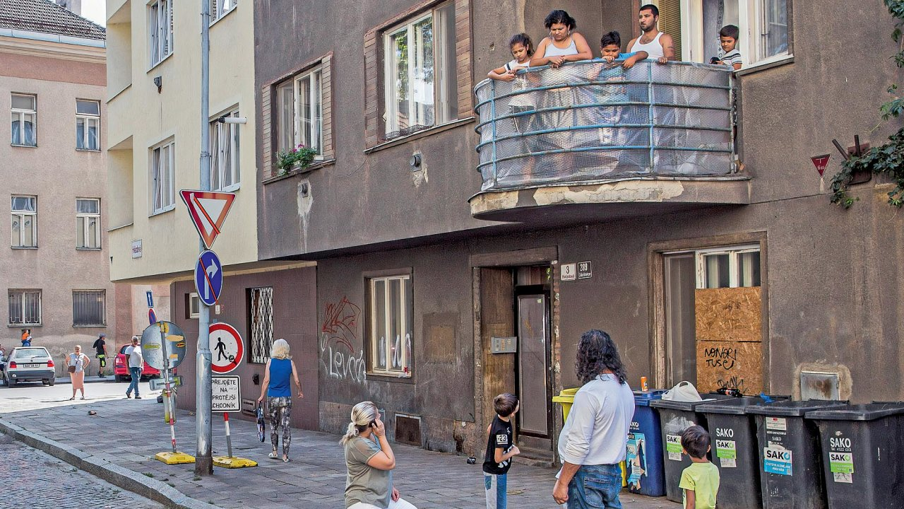 Nedělní odpoledne narohu Hvězdové aBratislavské ulice.