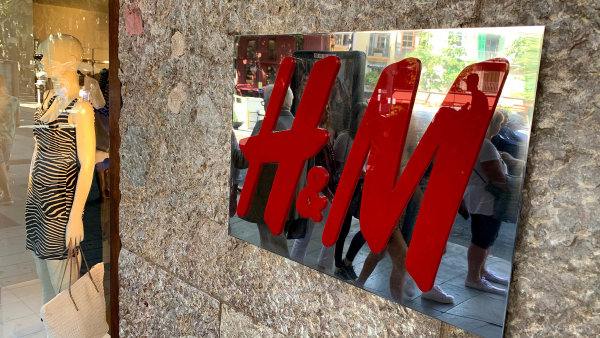 Švédská oděvní společnost H&M má téměř 4,5 tisíce obchodů ve více než 60 zemích světa.