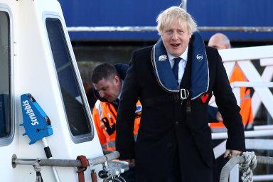 Britové budou nové poslance volit příští týden ve čtvrtek, šéf konzervativců a premiér Boris Johnson včera v rámci předvolební kampaně navštívil přístav v Southamptonu.
