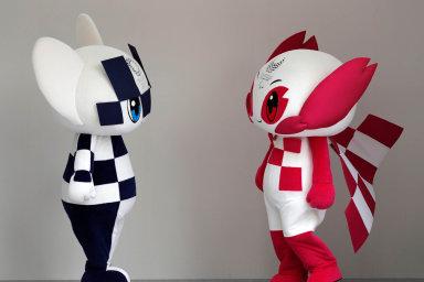 """Maskoti z obou světů. Postavičky Miraitowa aSomeity podle tvůrců žijí ve virtuální realitě, spomocí internetu se ale dokážou """"zhmotnit""""."""