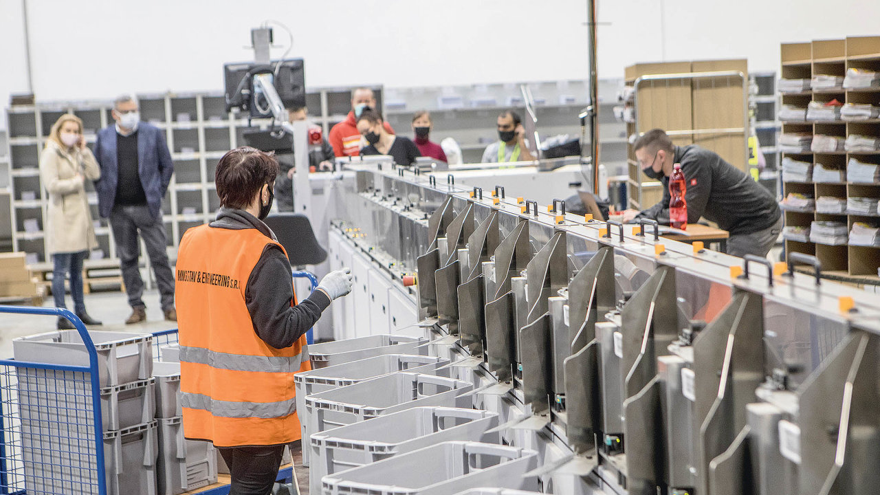 Druhou linku PNS uvedla do provozu před několika týdny a stala se tak jedinou firmou ve střední Evropě, která umí strojově třídit v rámci jednoho procesu všechny běžné formáty obálek a časopisů.