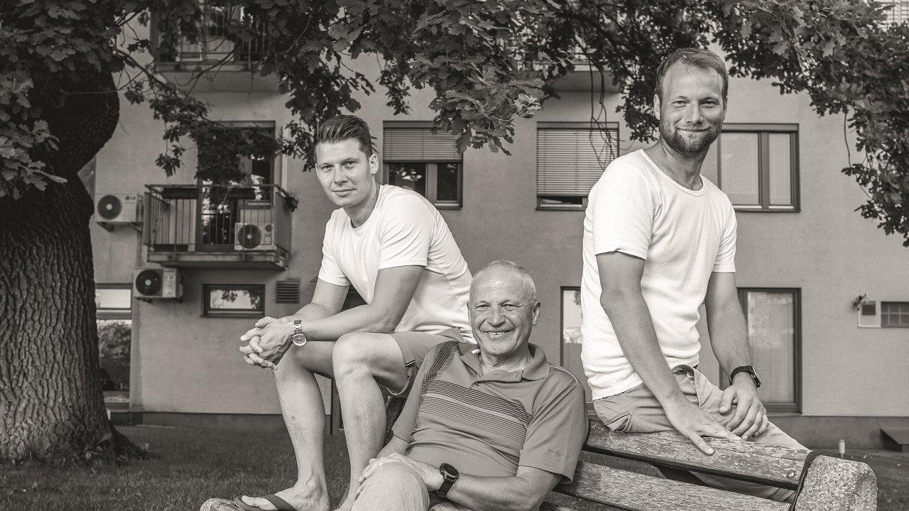 Kalábovi: zleva Tomáš Kaláb, uprostřed otec Jiří avpravo Jiří mladší.