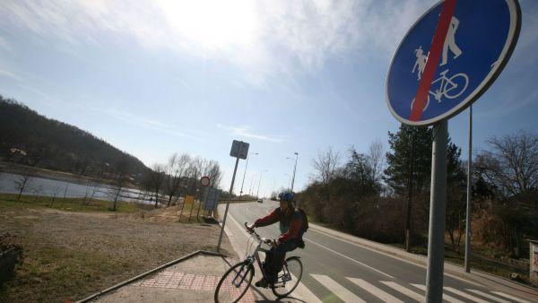 P�edra�en� cyklostezka v Praze-Sedlci