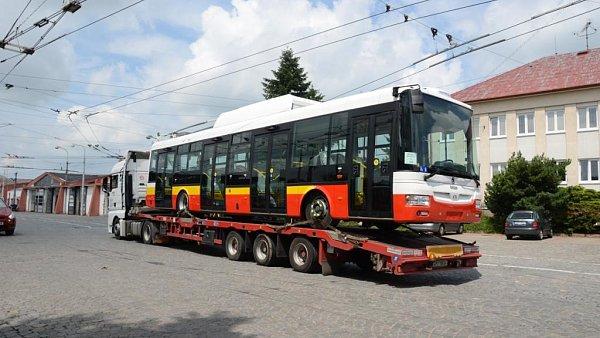 Nov� trolejbusy byly do Hradce Kr�lov� p�evezeny z plze�sk� �kody Electric.
